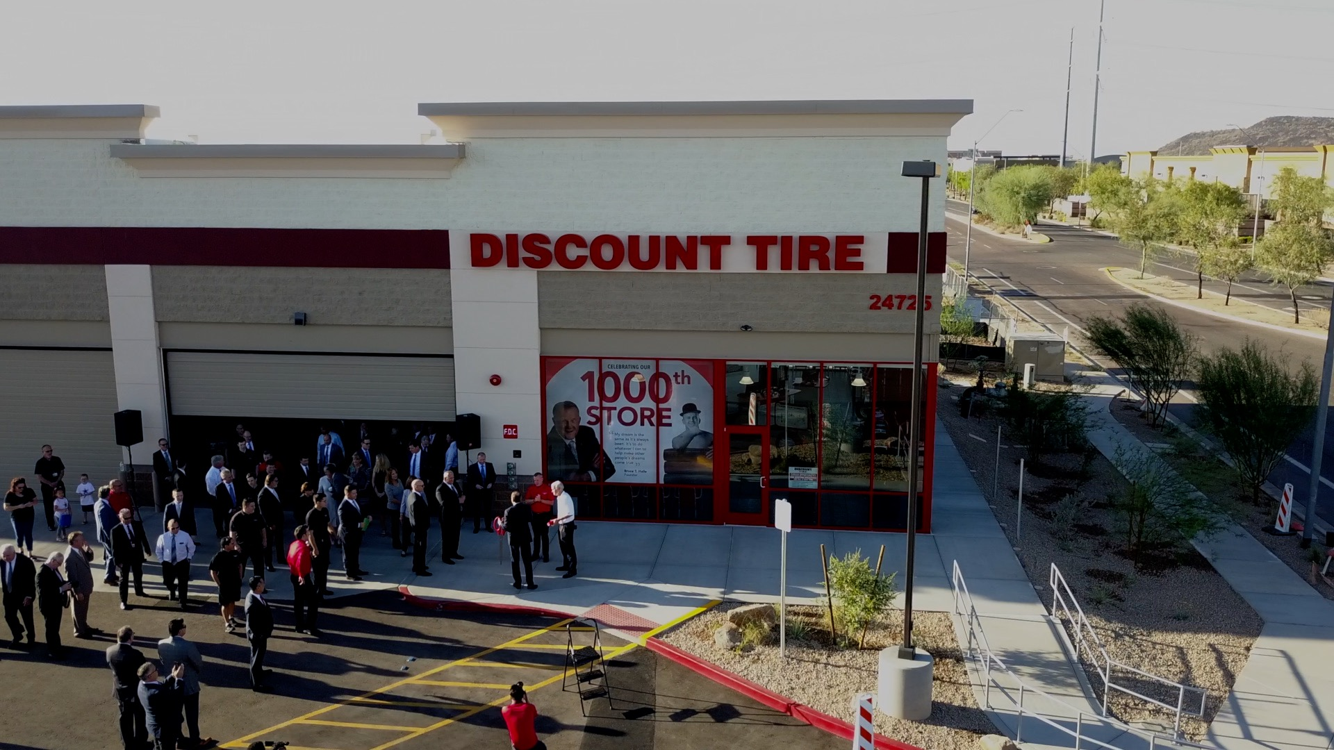 Discount Tire Store Hours >> Discount Tire Celebrate The Opening Of Its 1 000th Store In Phoenix