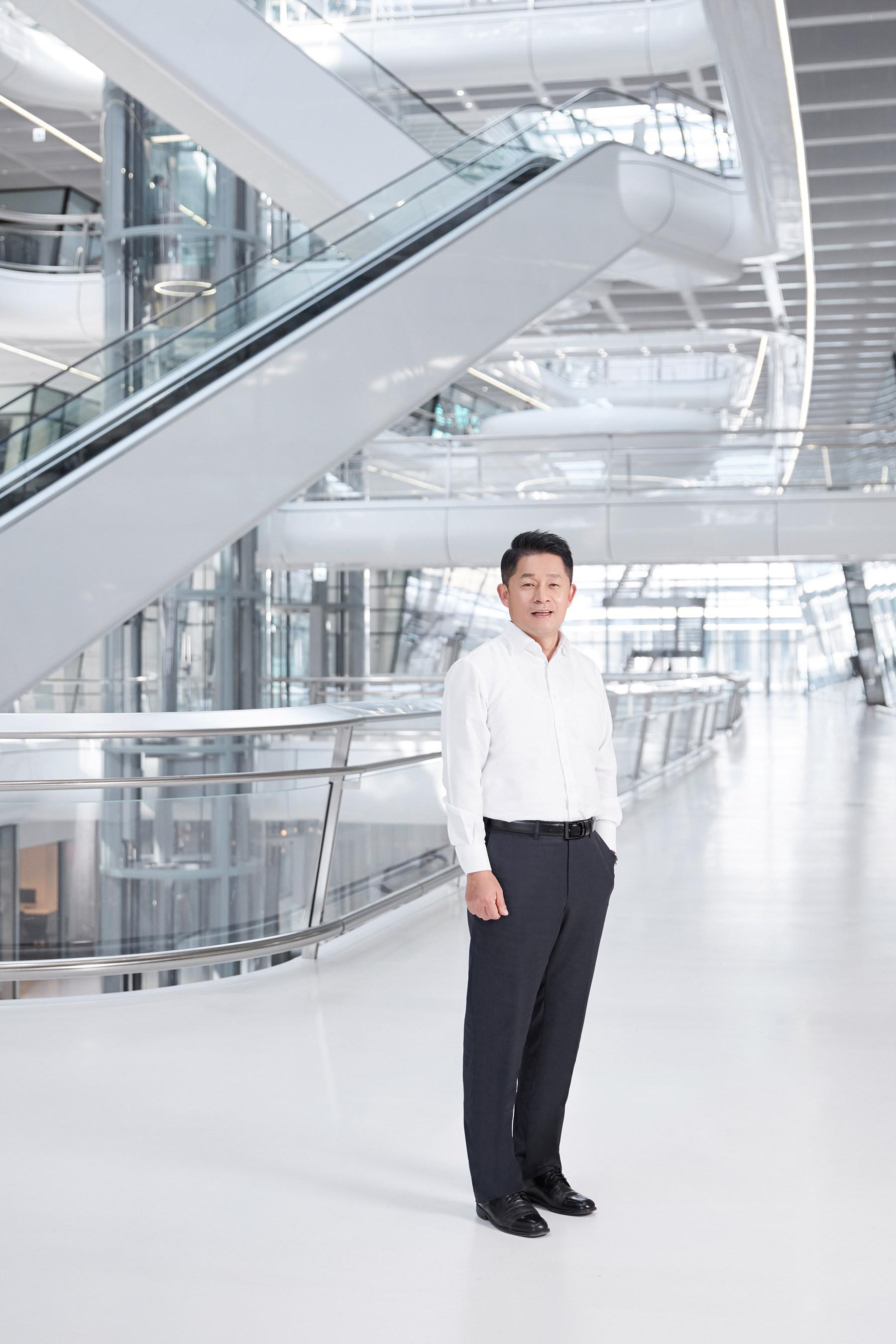 Hankook Tire America Corp. introduces Soo II Lee as new president.